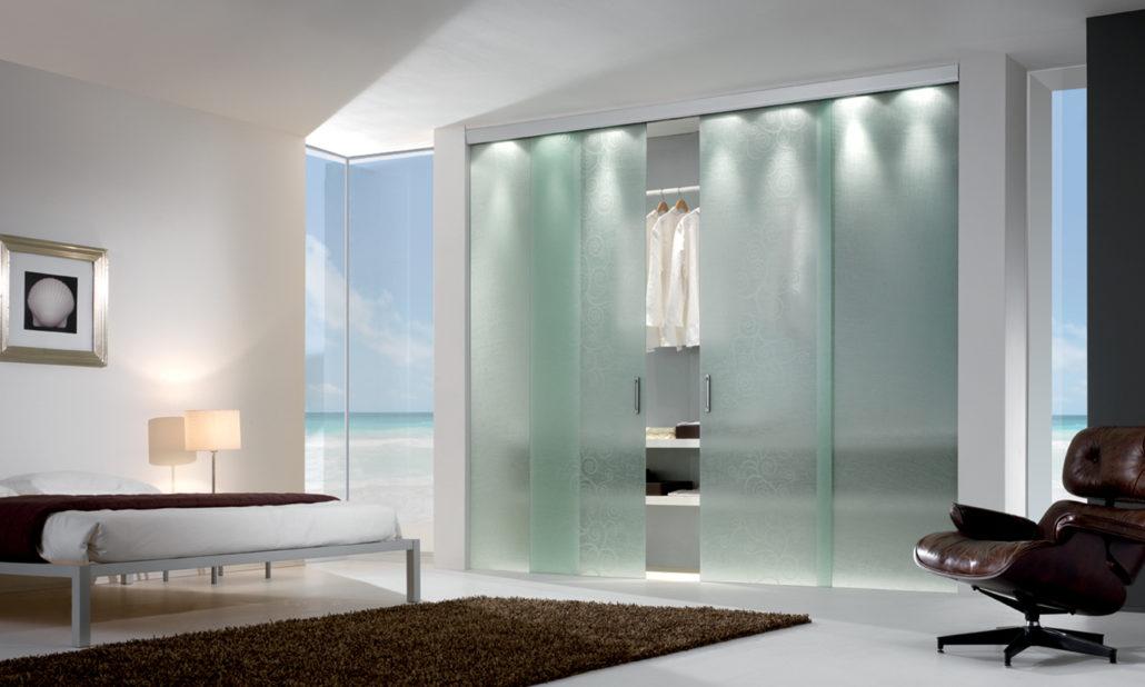 Ante Scorrevoli In Vetro Per Mobili.Progettazione Complementi In Vetro Interior Design Advertising